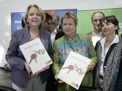 Hannelore Kraft und Sylvia Löhrmann nach der Unterzeichnung des Koalitionsvertrags (Bild: NRWSPD)