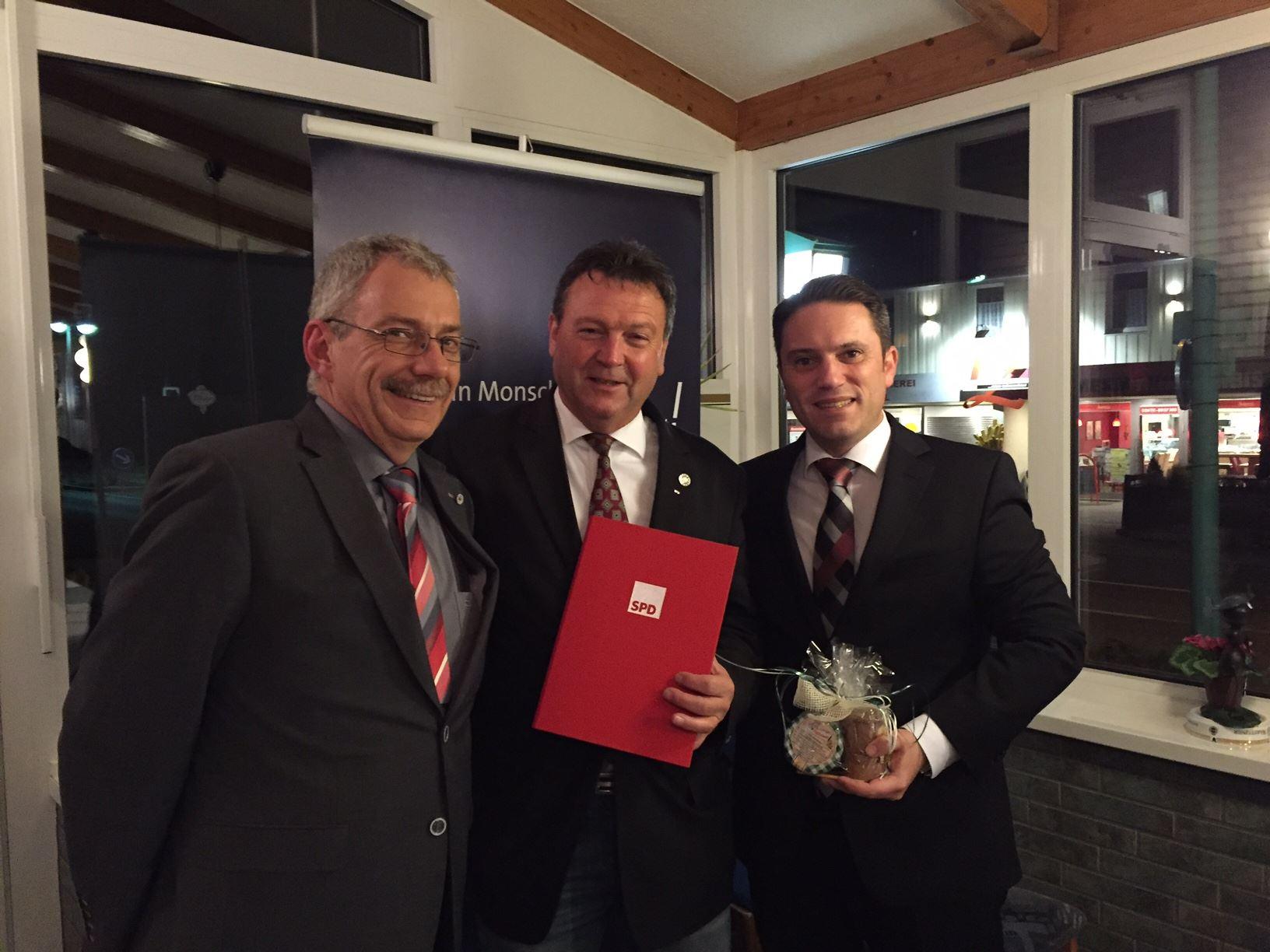 Georg Alt, Vorsitzender SPD Monschau; Gregor Mathar. Vorsitzender SPD-Fraktion im Rat der Stadt Monschau; Stefan Kämmerling  MdL (v. l. n. r.)