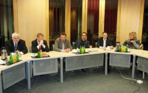 V. l. n. r.: Karls Schultheis MdL, Minister Ralf Jäger MdL, Michael Hübner MdL, Martin Peters, Stefan Kämmerling MdL und Eva-Maria Voigt-Küppers MdL