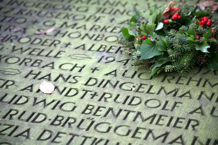 """Volkstrauertag 2012: """"Als Tag der Mahnung unersetzlich"""""""