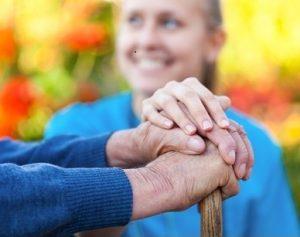 Den Senioren ein Leben zu Hause ermöglichen; Bild: Barabas Attila - Fotolia.com