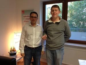 Stefan Kämmerling MdL mit dem Gewinner des iPod nano Lucas Hanf