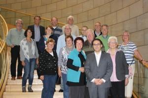 Ehrenamtliche Mitarbeiterinnen und Mitarbeiter der Eschweiler Tafel mit Stefan Kämmerling MdL in der Bürgerhalle des Landtags