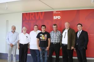 Eschweiler Standartenträger auf Stippvisite im Landtag