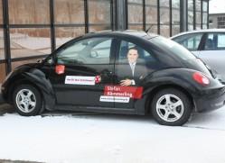 Schwarzer Lack - roter Auftrag. Ab sofort im Einsatz: Der Wahlkampf-Beetle.