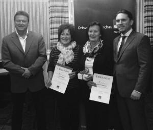 Landtagsabgeordneter Stefan Kämmerling (r.) gratulierte mit Fraktionsvorsitzendem Gregor Mathar (li.) Anne Rader und Brigitte Olschewski zur 10- und 25-jährigen Mitgliedschaft in der SPD.