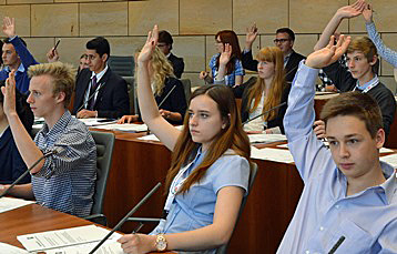 Abstimmung im Jugend-Landtag; Bild: B. Schälte/Landtag NRW