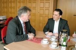 Bürgermeister Rudi Bertram und SPD-Landtagskandidat Stefan Kämmerling (Bild: Patrick Nowicki, EN/EZ)