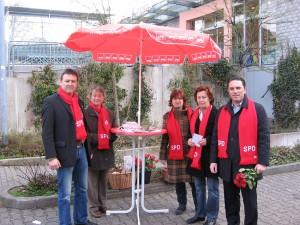 Gregor Mathar (links) zusammen mit Mitgliedern der SPD Monschau und Stefan Kämmerling MdL