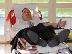 Stefan Kämmerling bei der Blutspende
