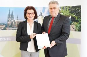 Regierungspräsidentin Gisela Walsken mit dem Eschweiler Bürgermeister Rudi Bertram; Bild: Bezirksregierung Köln