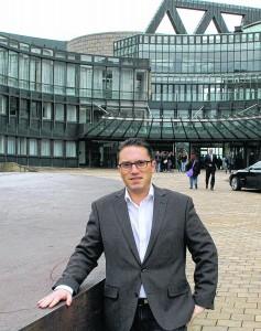 Neuer Arbeitsplatz: Stefan Kämmerling vor dem Landtag. (Bild: Tobias Röber)
