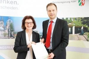 Regierungspräsidentin Gisela Walsken mit dem Ersten Beigeordneten der Stadt Stolberg Robert Voigtsberger ; Bild: Bezirksregierung Köln